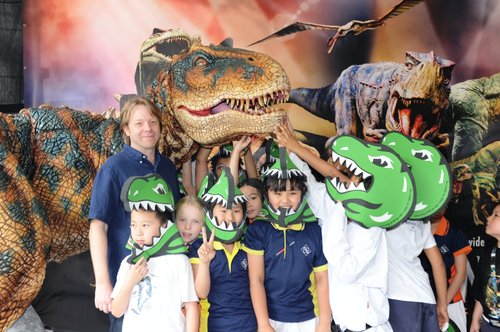 Mr. Sonny Tilders, Designer and Creator of the Baby T-Rex and other 19 dinosaurs, visited Chinese International School and share his experiences of creating 20 life-sized dinosaurs