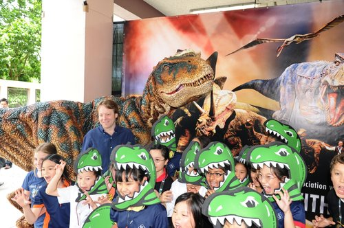 Feel the excitement of the kids ! They are roaring like a dinosaur !