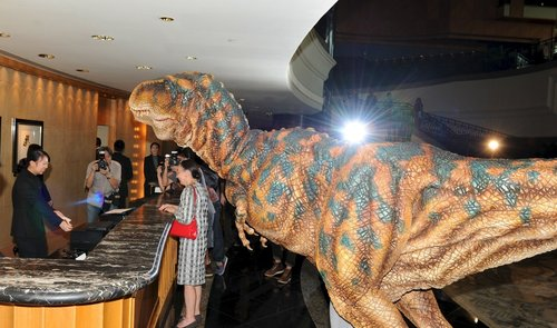Baby T-Rex looked around in the hotel!