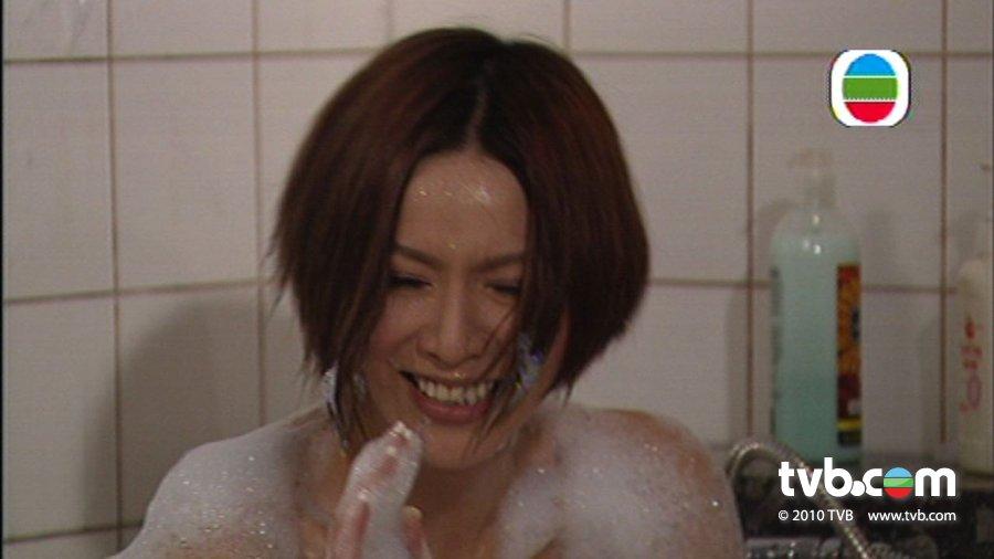 bibi288_另外,送上bibi的香艳出浴片段给大家欣赏!很惹笑的!