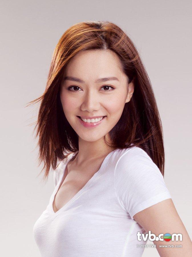 《2012香港小姐競選》官方相片 湯洛雯 Roxanne Tong