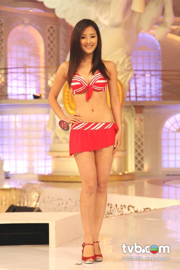 張名雅《2012香港小姐競選決賽》候選佳麗泳裝綵排暨試戴后冠