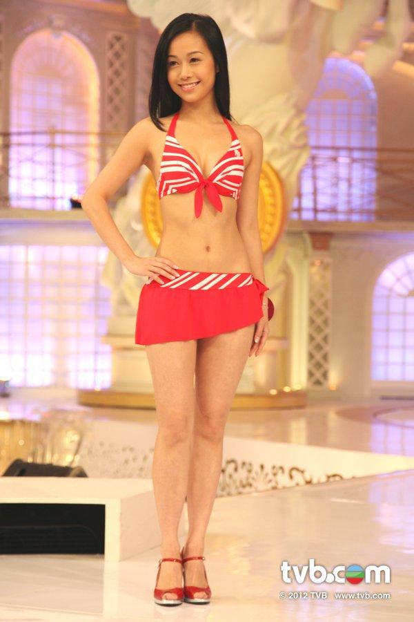 黃心穎《2012香港小姐競選決賽》候選佳麗泳裝綵排暨試戴后冠