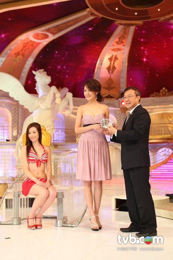曾明俐《2012香港小姐競選決賽》候選佳麗泳裝綵排暨試戴后冠