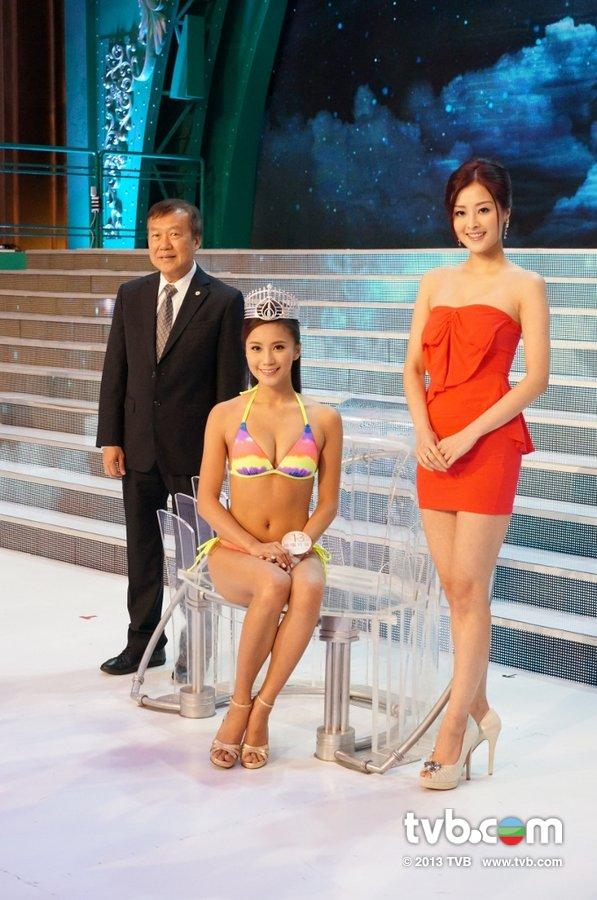 《2013香港小姐競選》決賽佳麗泳裝綵排暨后冠試載