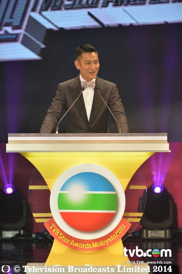 《TVB馬來西亞星光薈萃頒獎典禮2014》劉德華擔任神秘嘉賓為劉江、羅蘭頒獎